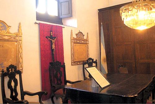 Quieren recuperar muebles de la casa hist rica la gaceta for Muebles de oficina tucuman 1564
