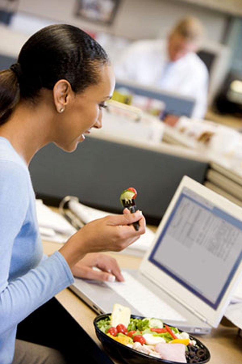 C mo comer en la oficina sin engordar ni desfallecer la for Comida oficina