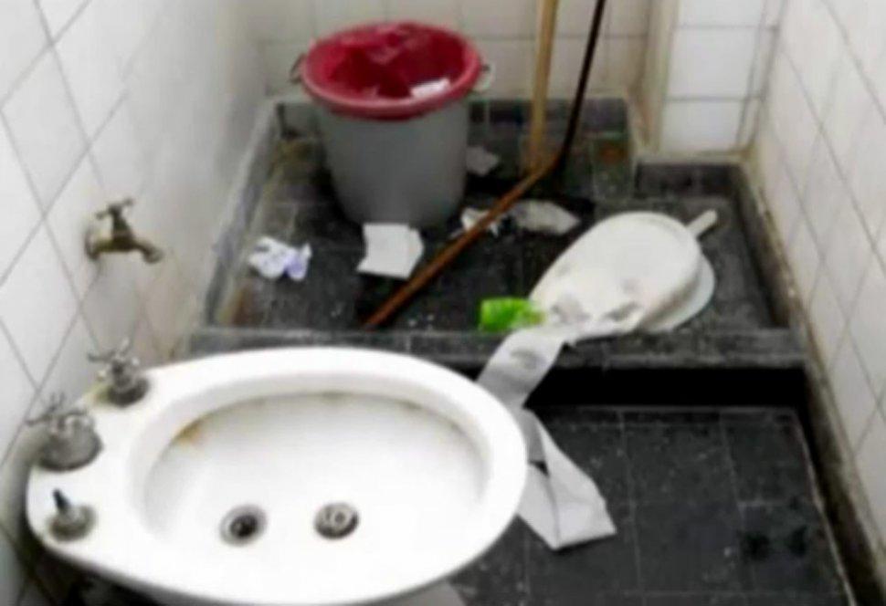 Muestran ba os sucios y techos ca dos en el hospital de - Banos del hospital ...
