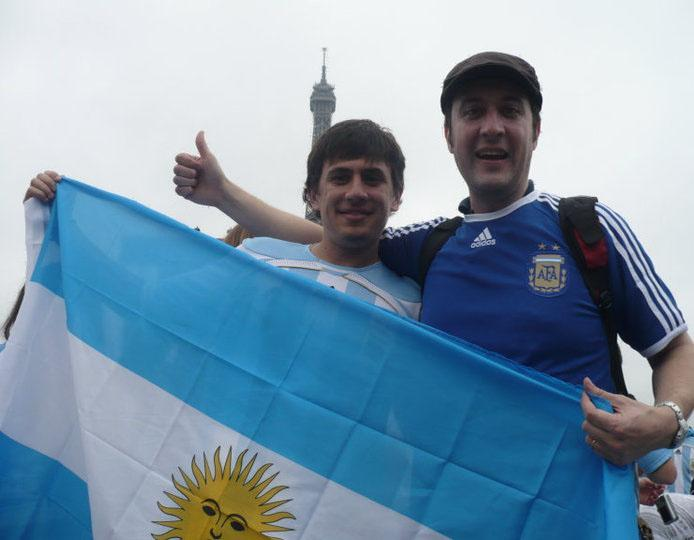 Lucas y yo con la Bandera en Paris !