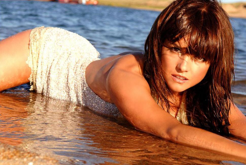 Araceli González Super Hot