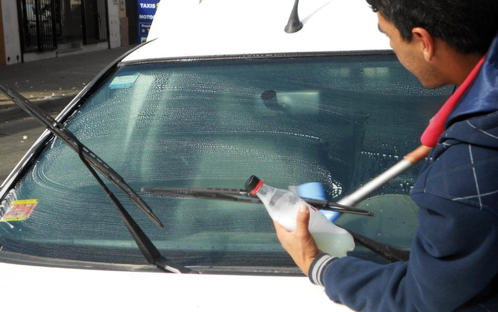 Como limpiar vidrios de carro medidas de cajones de - Como limpiar los cristales del coche ...