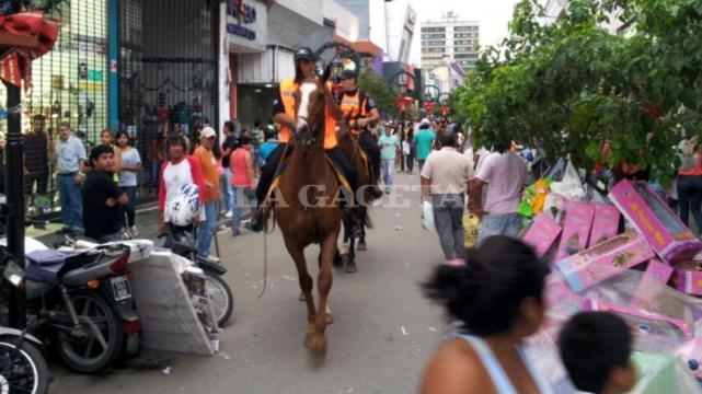 Violentos saqueos en el centro de Tucuman Ahora