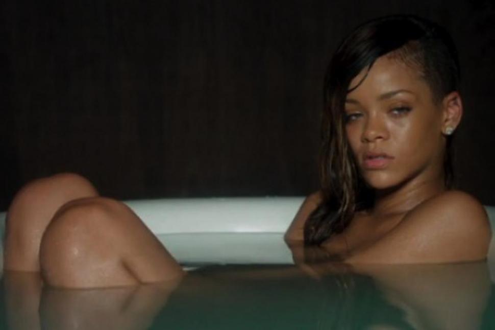 Rihanna se desnuda para Pour It Up Fotos y vídeo