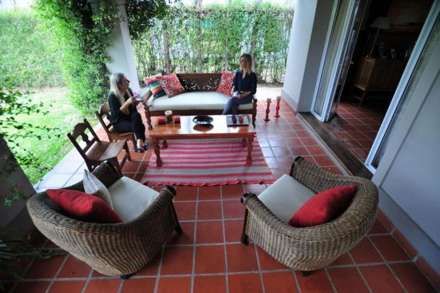 decoracion interior de quinchos rusticos : decoracion interior de quinchos rusticos:DE PASO. La galería se comunica con el living comedor por el patio