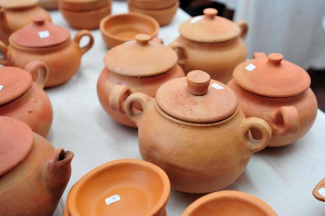 Toques de cer mica en la cocina sociedad la gaceta for Utensilios de cocina de ceramica
