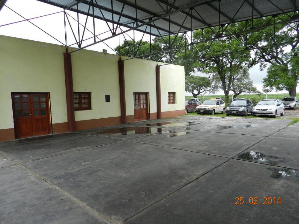 El vandalismo en escuelas aflige a docentes y funcionarios for Funcionarios docentes en el exterior