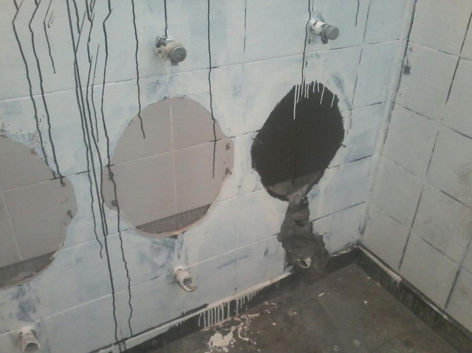 Imagenes De Los Baños Sucios:Quejas por el estado de los baños de la escuela del barrio Rincón