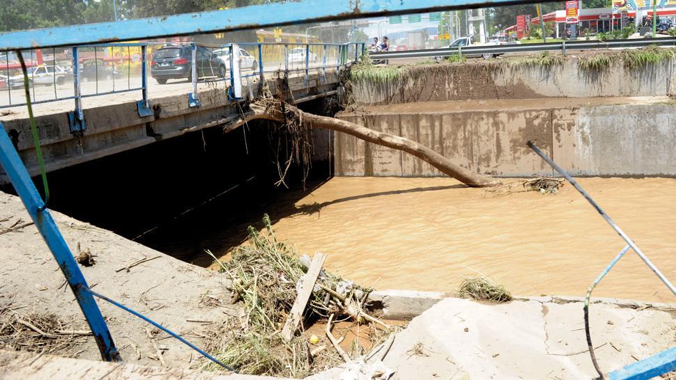 El agua llegó a un metro en algunas casas - La Gaceta Tucumán