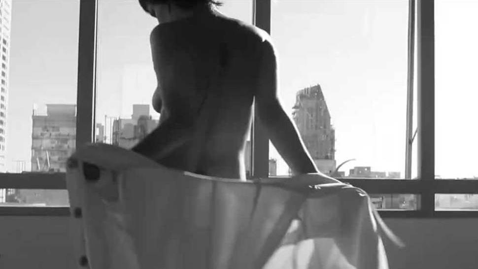 Sho corto descubierto desnudo