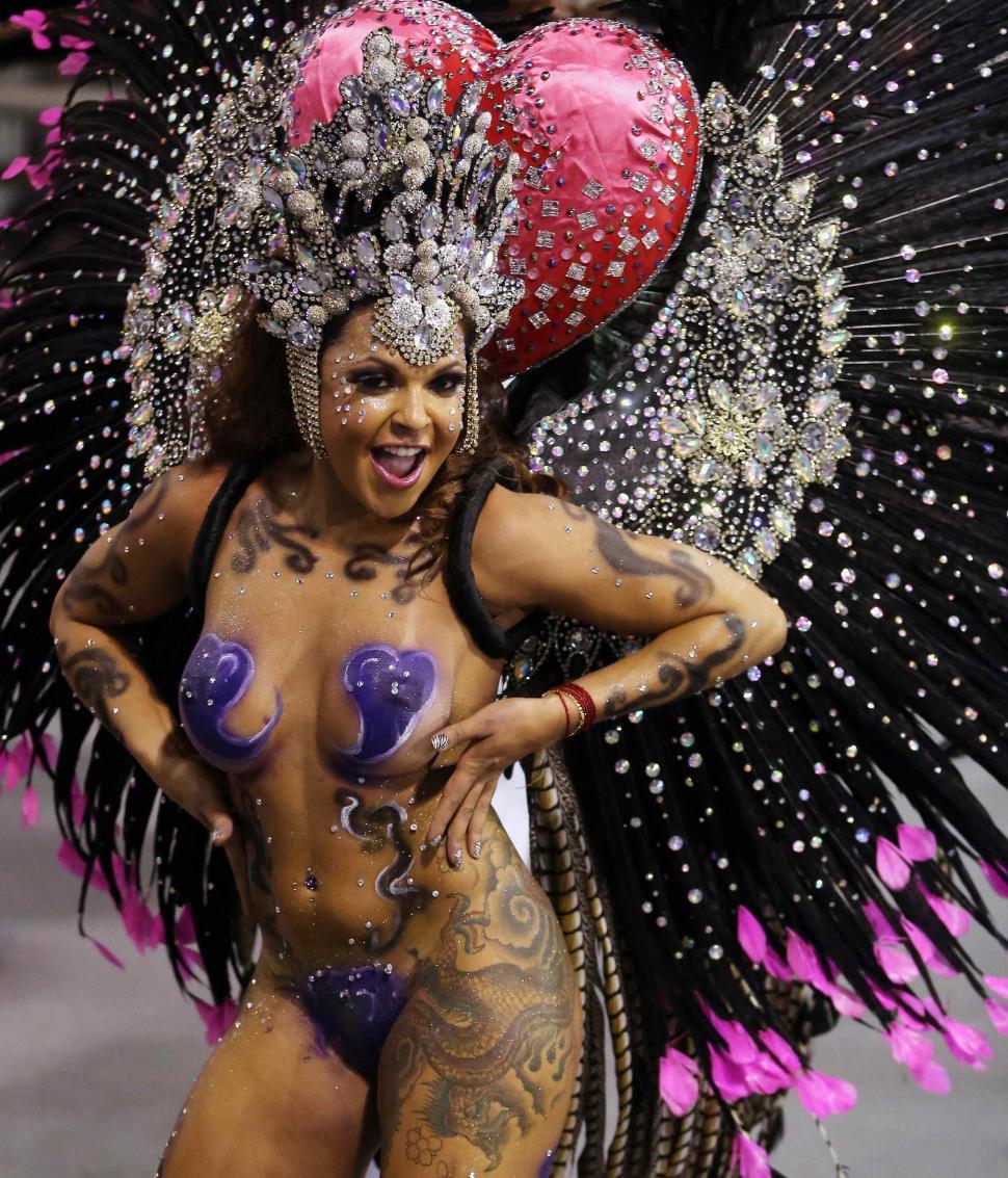 Обнаженная Девушка На Карнавале В Рио