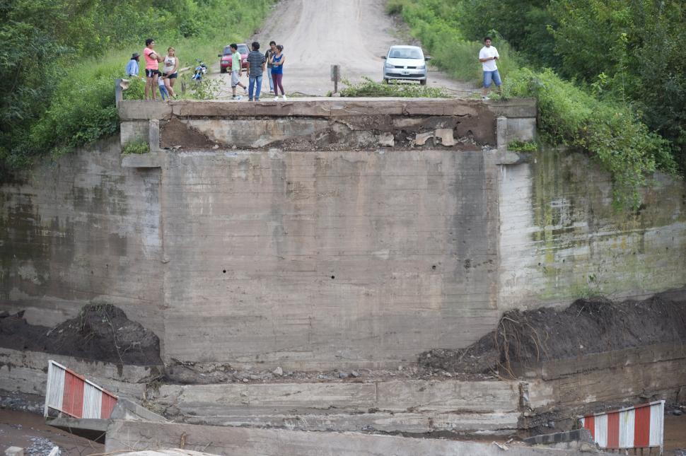 La tormenta se llev el puente sobre el r o la sala en for Cabine del torrente grave