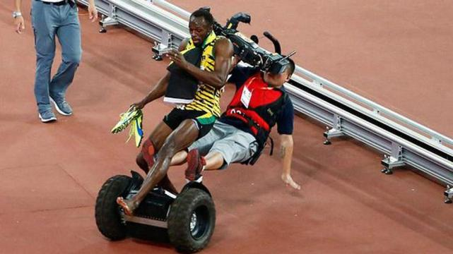 Un camarógrafo atropelló a Usain Bolt
