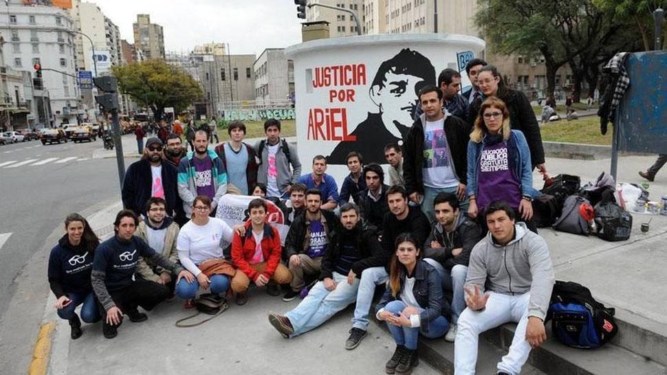 Pintan un mural en homenaje a ariel vel zquez el for Club joven mural