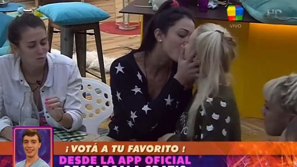 El primer beso de Gran Hermano fue entre dos mujeres