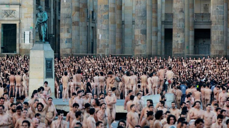 fotografo desnudo multitud: