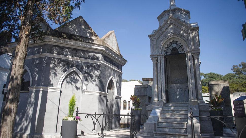Los restos de monteagudo llegan hoy al cementerio del for Cementerio jardin del oeste