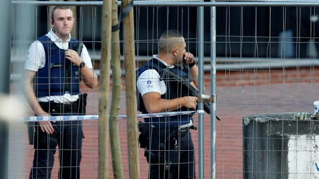 Murió el hombre que atacó a policías con machete en Bélgica