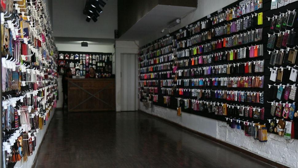 El boom de las boutiques para celulares los tucumanos ahora visten sus tel fonos la gaceta - Donde comprar fundas para moviles ...