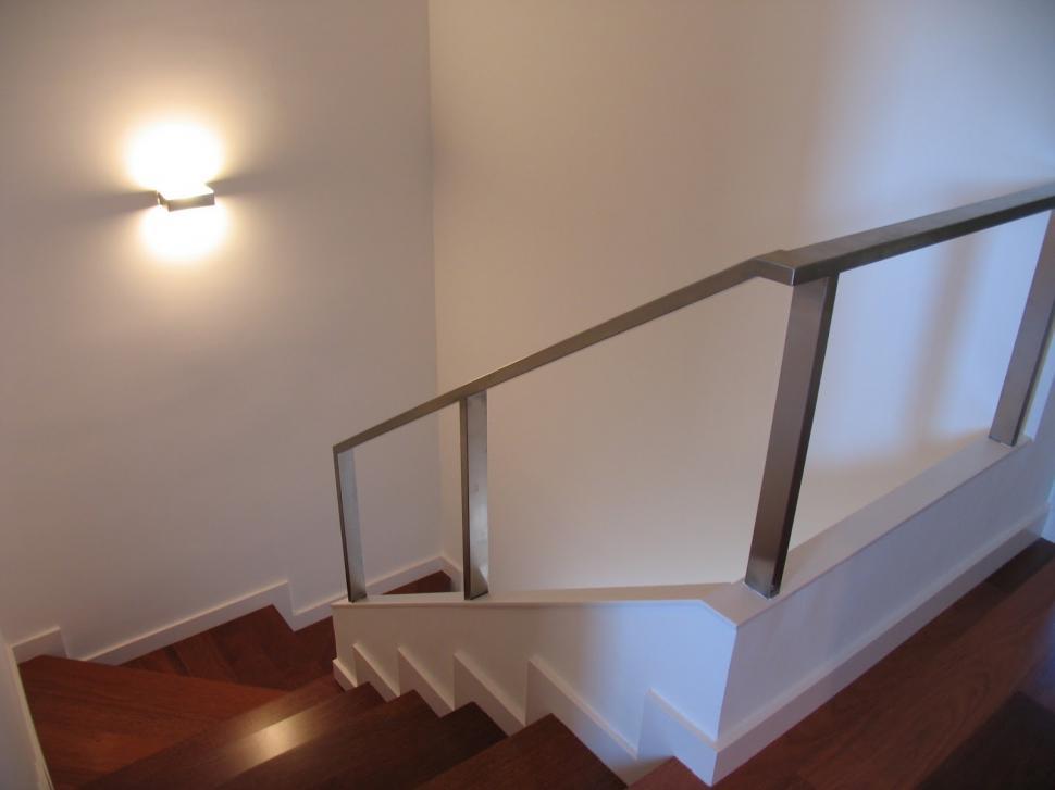 Tres opciones para poder iluminar tus escaleras la gaceta for Apliques para escaleras