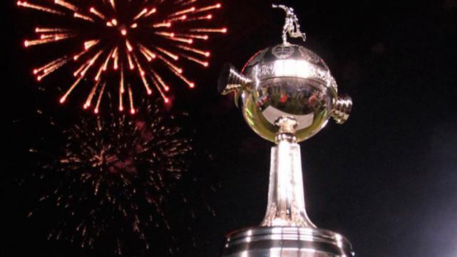 Roman Riquelme jugaría la Libertadores con Atlético Tucumán