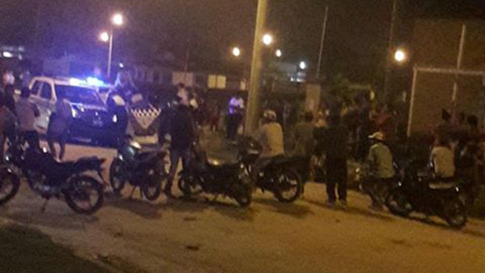 Un motociclistas murió al chocar contra el cordón en el barrio Atsa - Policiales | La Gaceta | La Gaceta