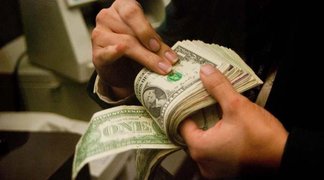 El dólar alcanzó nuevo récord: Trepó nueve centavos a $ 16,28