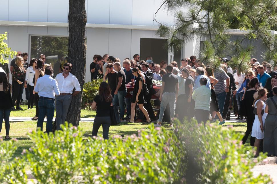 Las fotos del sepelio de santiago v zquez la gaceta for Cementerio jardin de paz pilar