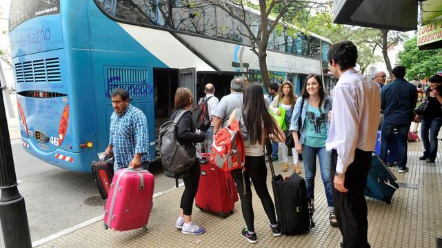 Evacúan aeropuerto argentino por amenaza de bomba