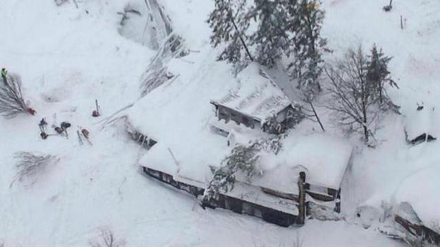 Decenas de desaparecidos tras avalancha causada por un terremoto en Italia