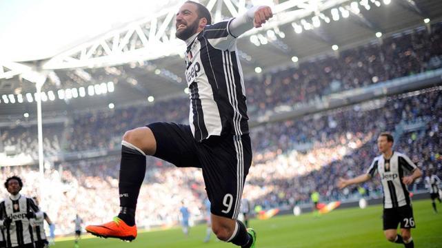 Juventus ya festeja por los goles de Paulo Dybala y Gonzalo Higuan