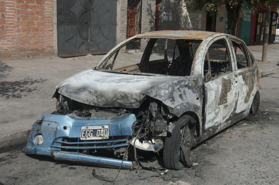 lanzaron una bomba al auto de la tragedia en san cayetano