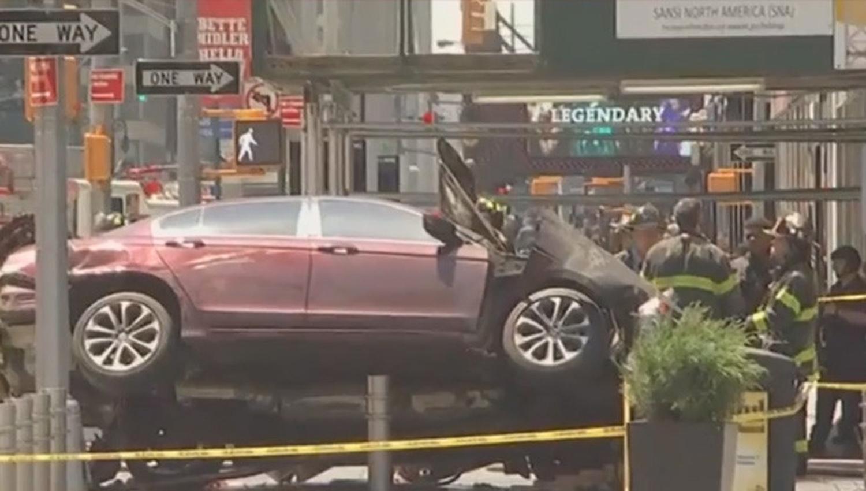 Cámaras captan embestida en Times Square