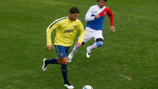 Gago entrenó y será titular en Boca ante Huracán