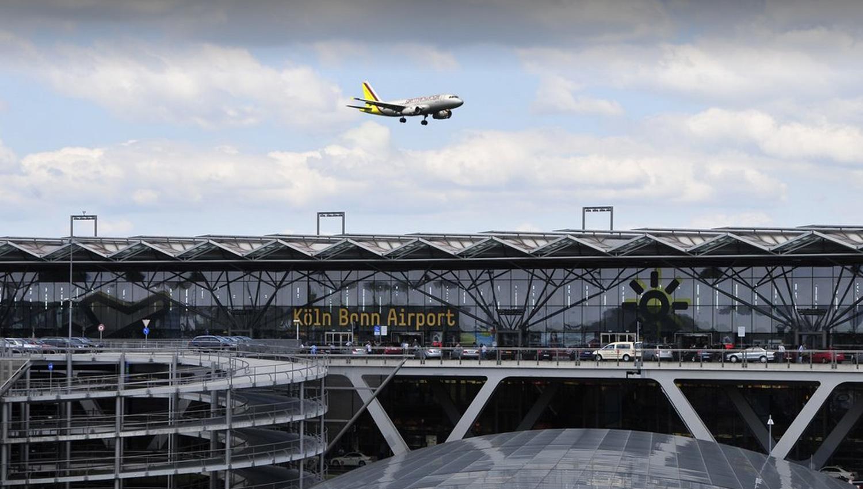 Avión realiza aterrizaje forzoso por amenaza de bomba