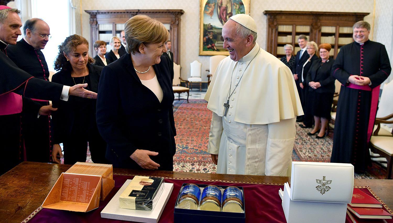 El Papa y Merkel destacaron
