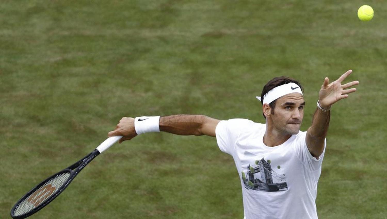 Djokovic clasifica a segunda ronda de Wimbledon tras abandono de rival
