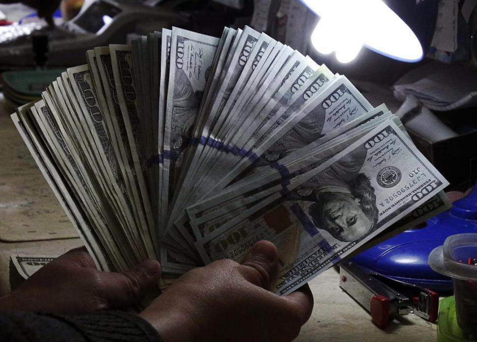 El dólar se estabiliza y terminó en $ 17,86 para la venta