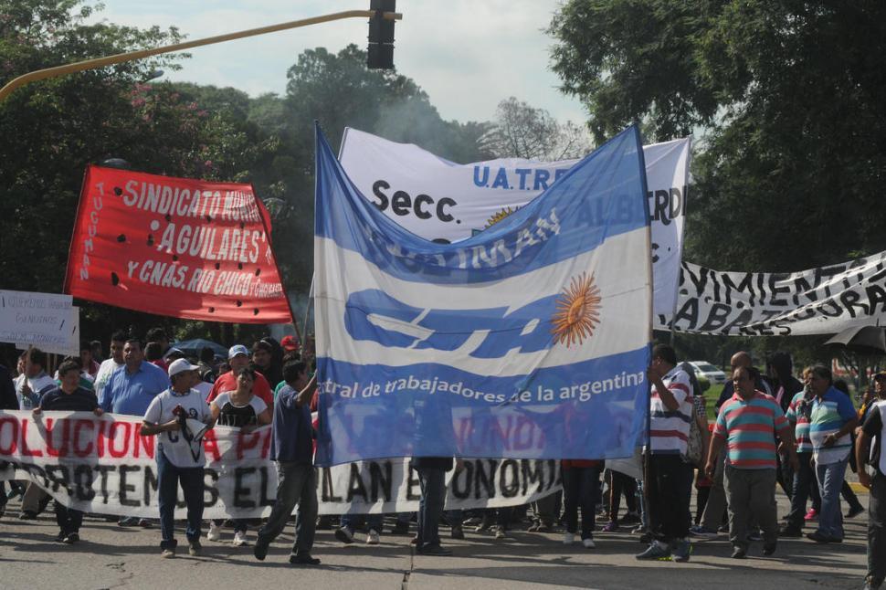 San Cayetano: entre marchas y feligreses