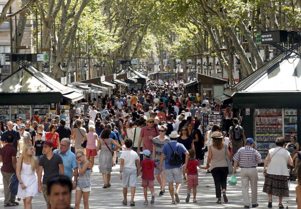 Furgoneta atropella grupo de personas en Barcelona, hay varios heridos