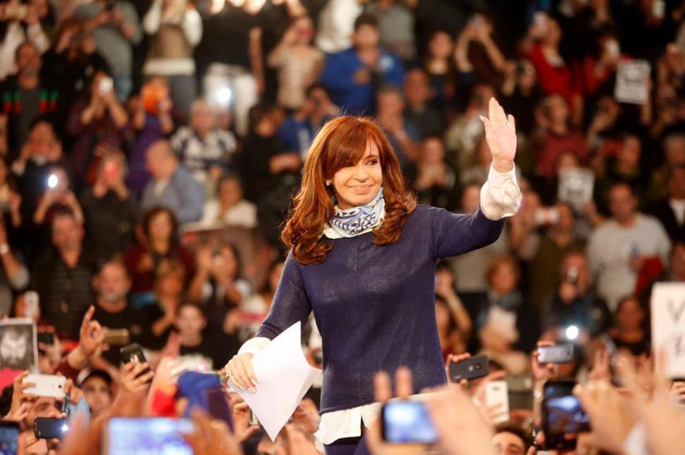 Cristina Kirchner gana por un ajustado margen las elecciones primarias en Argentina
