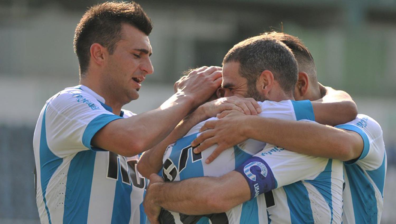 Golea Racing en Argentina — Fútbol