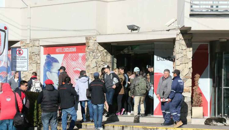 Un estudiante se cayó del cuarto piso de un hotel — Bariloche