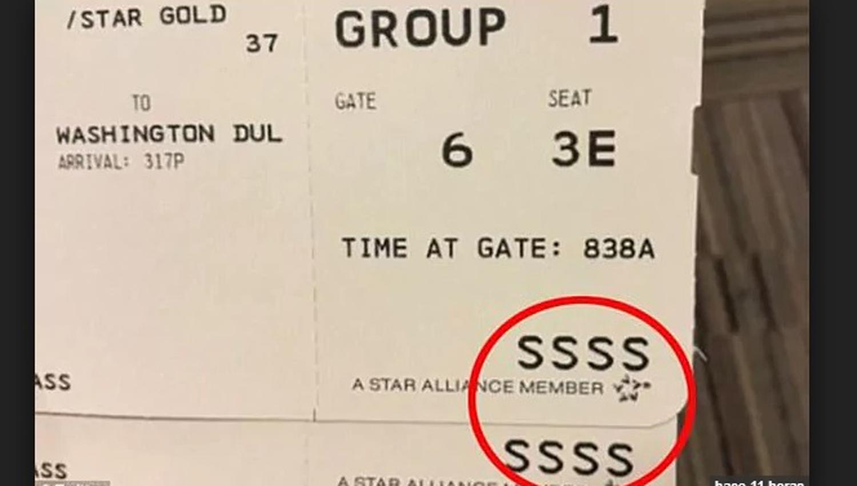 El extraño código que jamás desearás tener en tu boleto de embarque