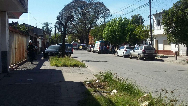 Una mujer degolló a sus dos hijos e intentó suicidarse — Horror