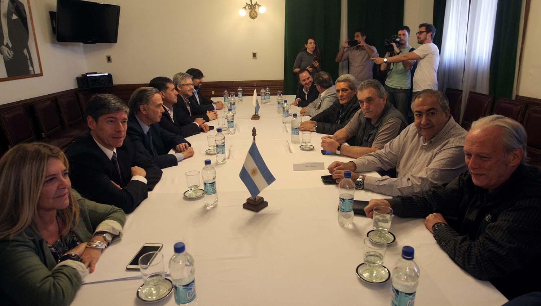El triunvirato de la CGT se reúne con senadores y diputados peronistas