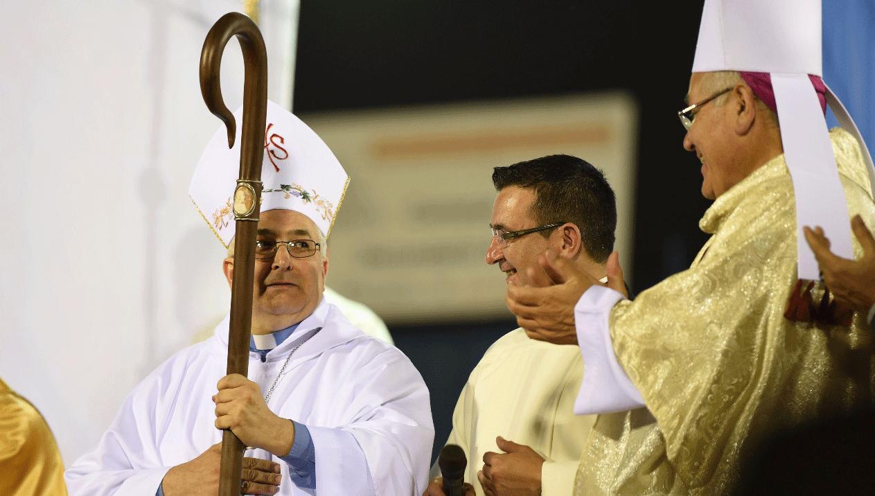 """Las primeras palabras del padre Carlos o arzobispo """"quiero ser"""
