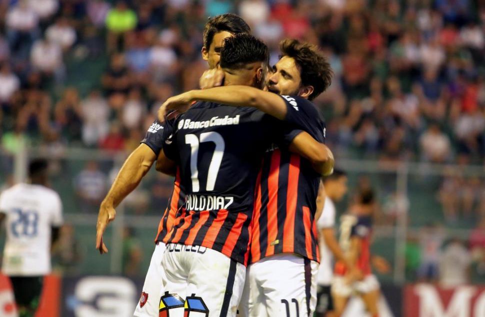 Con la vuelta de Romagnoli, San Lorenzo ganó y es escolta