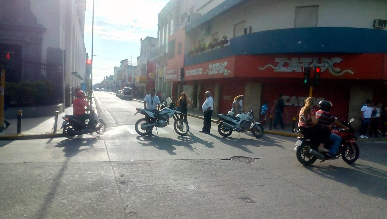 Continúa la protesta de ambulantes en El Bajo
