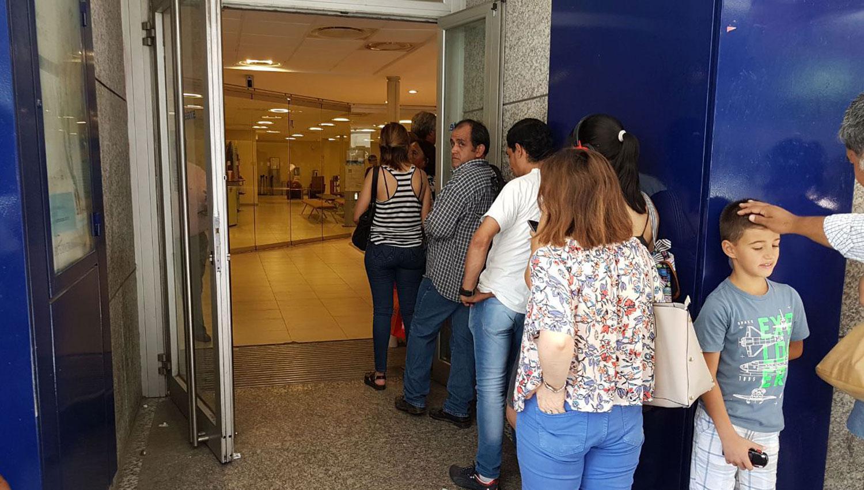 Este jueves desde las 9.30 los bancos no atienden al público